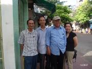 Nhà văn Nguyễn Mộng Giác với con gái và hai em trai