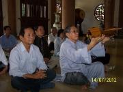 Anh Nguyễn Phương Danh dâng hương