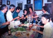 Vợ chồng nhà văn Nguyễn Mộng Giác và bạn bè